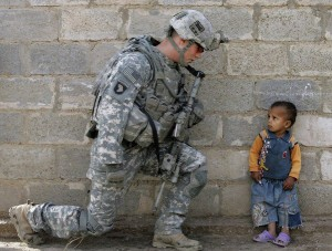 солдат и ребенок