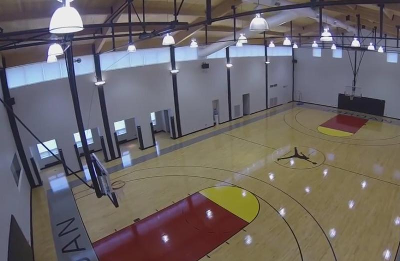 Баскетбольная площадка в доме Джордана