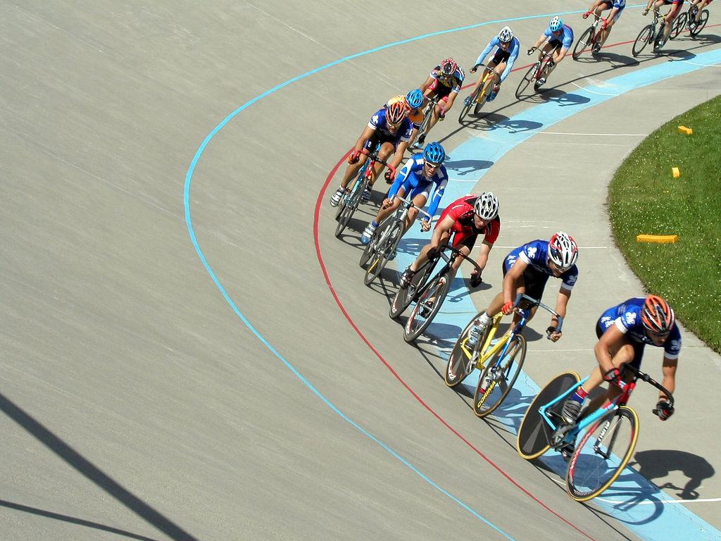 Велосипедисты против часовой стрелки